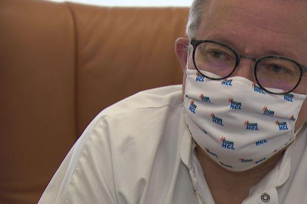 """Professeur Olivier Claris , Président de la Commission Médicale des Hospices Civils de Lyon """" Si chacun se persuade de respecter le couvre-feu, d'éviter les rassemblements dans des endroits confinés et étroits, peut-être arrivera-t-on à limiter ce virus"""""""
