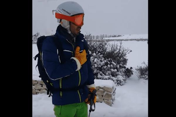 Instant émotion pour ce skieur qui va descendre le Mont Saint-Clair à Sète mercredi 28 février 2018