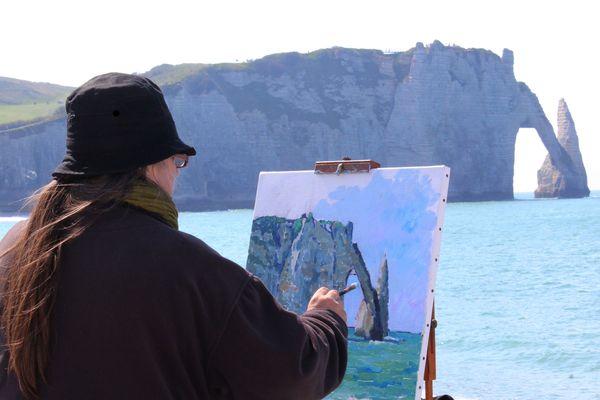 L'artiste pleinairiste Agnès Dortu privilégie les peintures en extérieur, compromises en période de confinement.