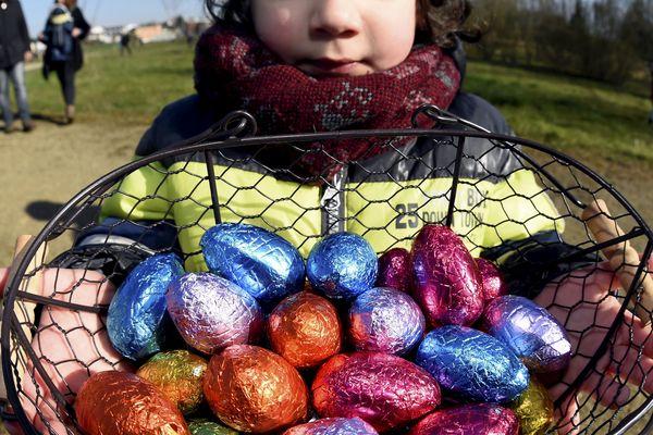 Les enfants pourront chasser les œufs du samedi au lundi de Pâques, dans les rues des villes, les jardins ou les châteaux.