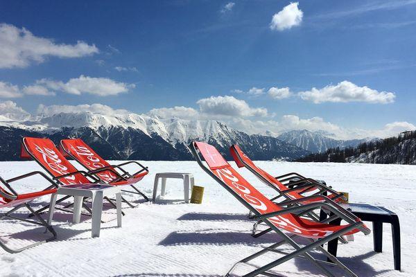 Avec l'interdiction d'ouverture des remontées mécaniques, les pistes de ski devraient être bien vides pour Noël - Photo d'illustration.