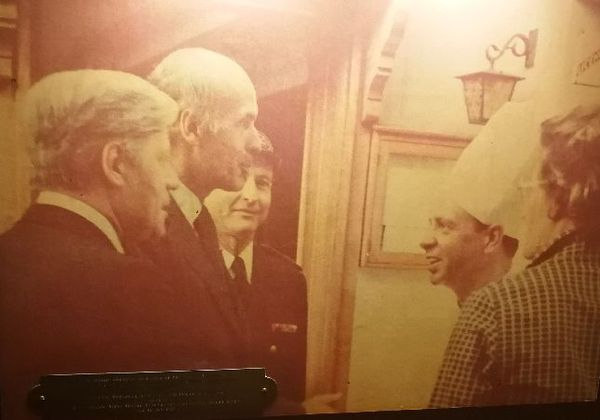 Une photo de l'un des dîners entre VGE et le chancelier Helmut Schmidt