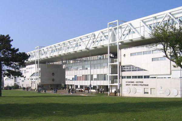 L'université de Bourgogne se compose de six sites, répartis dans les quatre départements de la région.