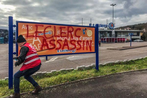 Un employé du magasin Leclerc de Vandoeuvre-les-Nancy s'est suicidé sur son lieu de travail avec une arme à feu.