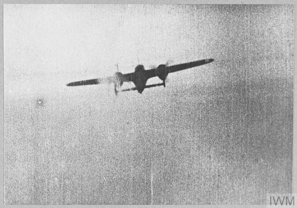 Un Dornier Do 17 photographié par un appareil britannique lors d'un combat pendant la Bataille d'Angleterre.