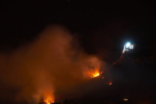 Le feu était impressionnant en début de soirée