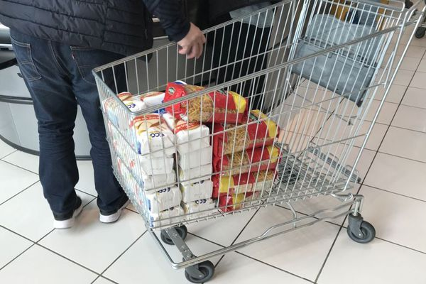 """Seulement """"quatre entreprises"""" en France proposent des sas pour désinfecter à l'entrée des supermarchés. Photo d'illustration."""
