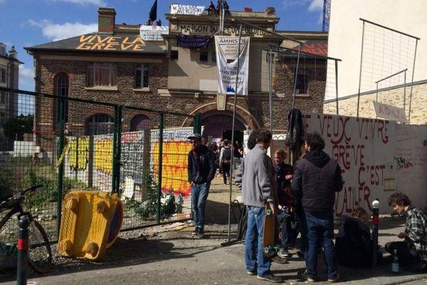 """La salle de la Cité, rebaptisée """"Maison du peuple"""" par ses occupants"""