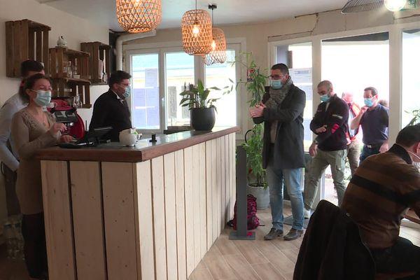 Le 1er restaurant à ouvrir ses portes en Seine Maritime depuis 3 mois... mais uniquement pour les ouvriers d'une entreprise de BTP.