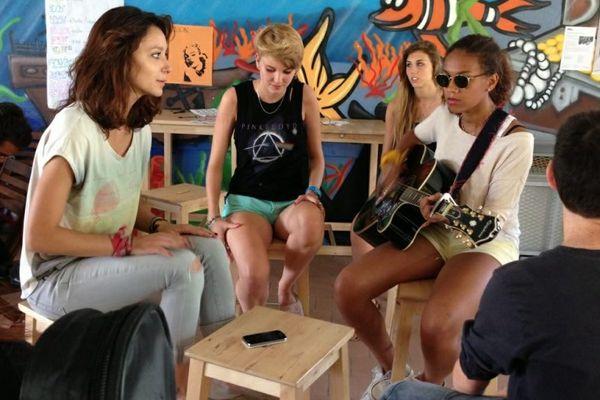 Une quarantaine d'adolescents participe à cette colonie musicale à Thuré dans la Vienne.