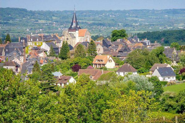 Un jeudi sans nuages dans le ciel du Calvados, où Beuvron-en-Auge se prépare à une chaude fin de semaine.
