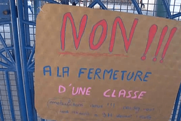 Les parents d'élèves ont manifesté ce lundi matin à Banyuls-sur-Mer - 14 avril 2014.