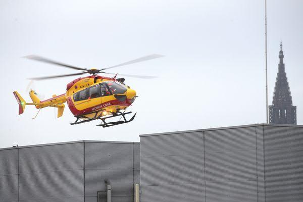 Les deux victimes, légèrement blessées, ont été transportées par hélicoptère (visible sur cette illustration) vers Hautepierre pour y être examinées.
