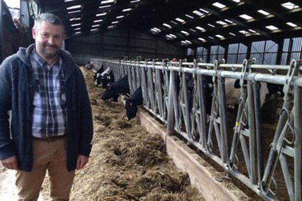 Un éleveur de la Somme accuse els éoliennes d'être à l'origine de la dégradation de la santé de son troupeau de vaches laitières