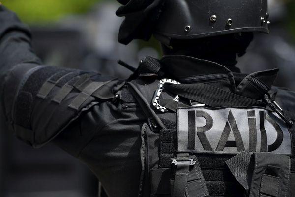 Les interpellations ont été conduites par les policiers du RAID.