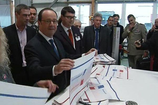 Le Président François Hollande en visite chez Garnier-Thiébaut à Gérardmer.
