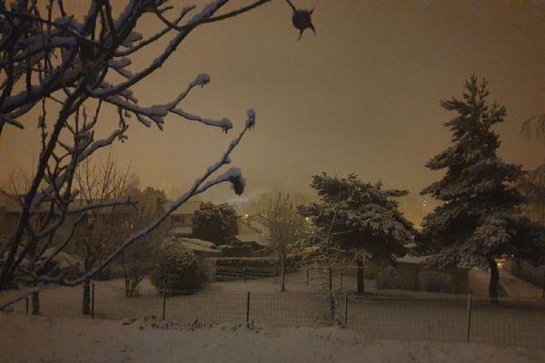 En Auvergne, la neige est tombée dans la nuit du 2 décembre, et les Auvergnats en ont profité pour prendre de beaux clichés des paysages enneigés.