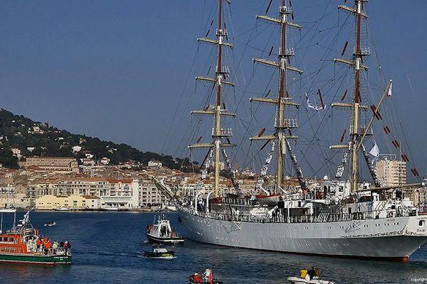 Le Dar Mlodziezy arrive au port de Sète le 22 mars 2016 pour les fêtes maritimes Escale à Sète.
