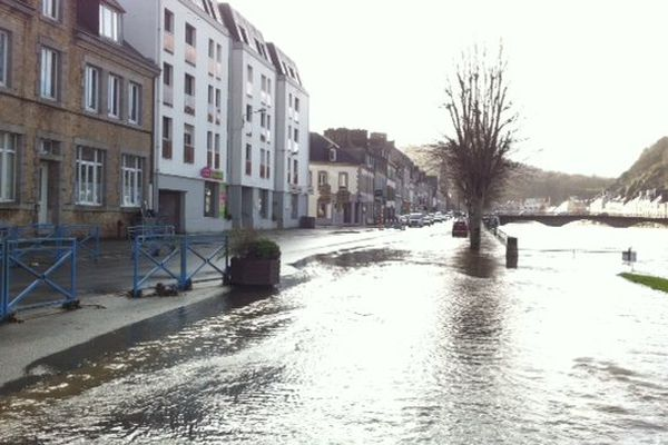L'Aulne commence à déborder à Châteaulin (29), le 2 janvier à 16h