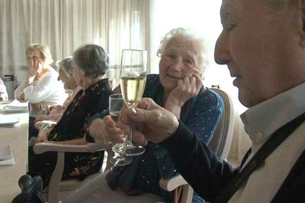 Alexandre a fêté jeudi ses 101 ans avec Reine à Graveson.