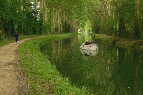 Croisière sur le canal du Berry.