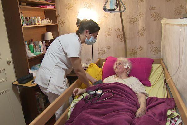 Jacqueline fait partie des personnes fragiles, mais elle ne peut se déplacer pour se faire vacciner - mai 2021