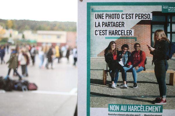 L'association lyonnaise Hugo propose à tous les candidats aux élections municipales un plan de lutte contre le harcèlement scolaire, au niveau de chaque commune, avec un plan en 4 grandes étapes. De nombreux candidats ont déjà signé.