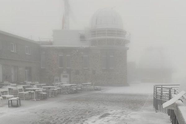 La neige s'est invitée ce lundi matin 20 septembre en altitude. Ici au Pic du Midi à plus de 2800m d'altitude.