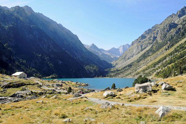Le lac de Gaube au loin le Vignemale