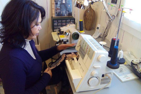 Après des semaines de bénévolat, les couturières veulent à nouveau vivre de leur métier
