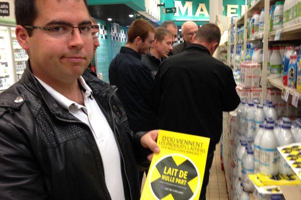 Les producteurs de lait, membres des JA ont investi l'hypermarché Géant