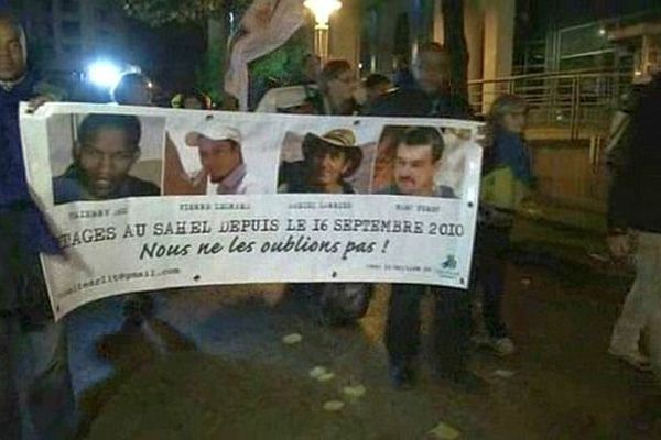 Paris - marche nocturne pour les otages au Sahel - 16 septembre 2013.