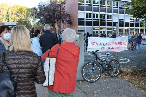 Mobilisation à l'école du Parc de Lésigny, ce lundi matin.