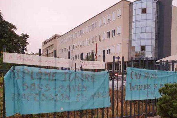 """""""Nos diplômes sont ignorés"""" se plaignent les infirmiers de bloc opératoire du CHU de Dijon."""