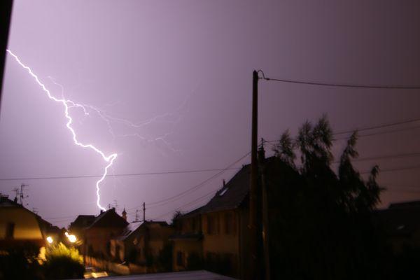 Les éclairs lors d'un orage dans le ciel de Mulhouse Bourtzwiller.
