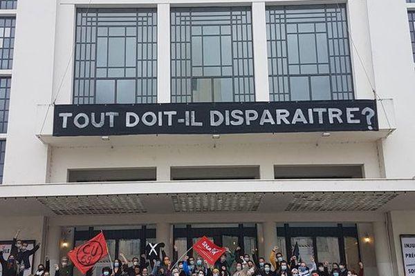 Le TNP, Théâtre National Populaire de Villeurbanne (Métropole de Lyon) est occupé par des intermittents du spectacle depuis vendredi 12 mars, pour rejoindre le mouvement national de protestation lancé au théâtre de l'Odéon à Paris.