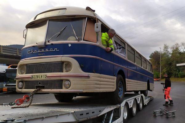 Arrivée d'un autocar Chausson de 1961 au dépôt de Drap.