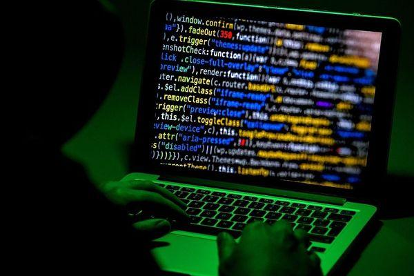 """Pour accéder au darkweb il faut utiliser des logiciels spéciaux. """"Tor"""" étant le plus connu et le plus utilisé."""