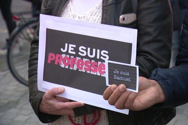 Rassemblement en hommage à Samuel Paty, place Gambetta à Amiens, le 17 octobre