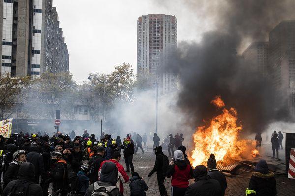 Un homme interpellé dans l'Orne suite à la manifestation de Gilets jaunes 16 novembre 2019, Paris Place d'Italie