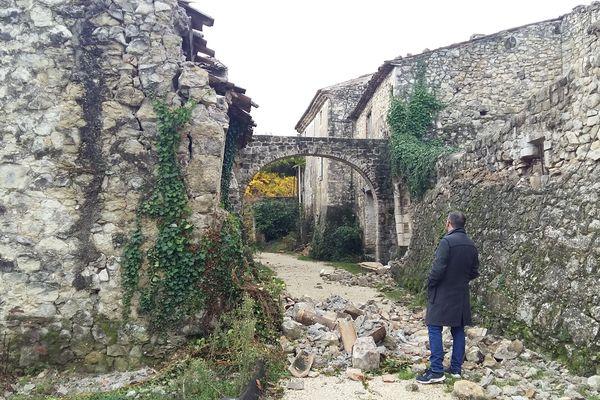 Le mas d'Andenas sur la commune de Viviers (Ardèche) a été entièrement détruit par le séisme du 11 novembre.