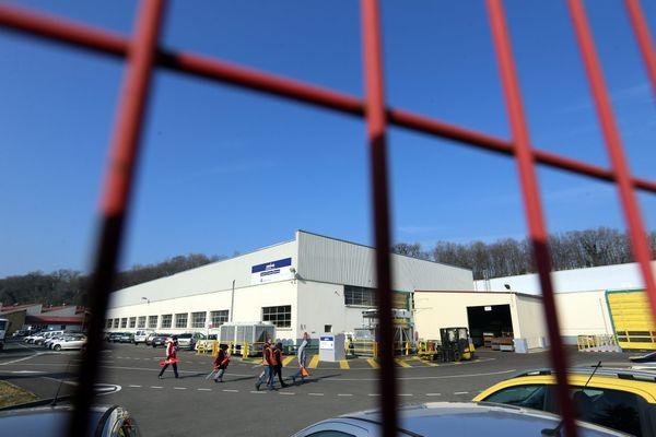 Archive - Débrayage des salariés du sous-traitant automobile Maike Automotive / Peugeot Japy à Valentigney.