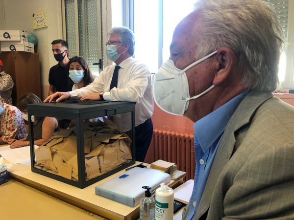 Fermeture des bureaux de vote à Porto-Vecchio.
