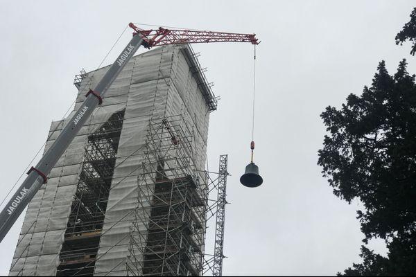 La plus grosse cloche de la Tour de l'Horloge pèse 1,5 tonne.
