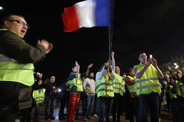 """Des manifestants en """"gilets jaunes"""" à Nice ce 15 novembre"""
