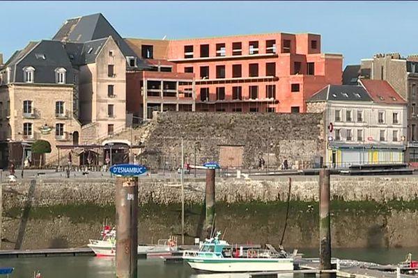 Le chantier de construction sur les anciens remparts face au port de plaisance de Dieppe