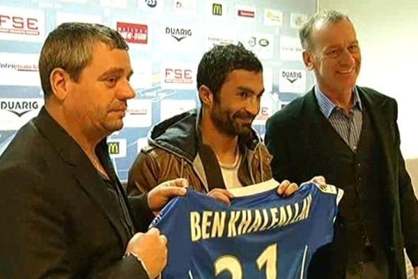 Fahid Ben Khalfallah entouré de son nouveau président Daniel Masoni et son nouvel entraîneur Jean-Marc Furlan