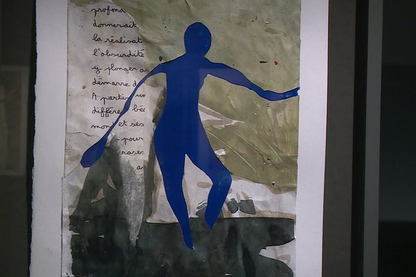 Ces fragments liés par la peinture reprennent vie, l'artiste recolle symboliquement les morceaux de vie déchirées.