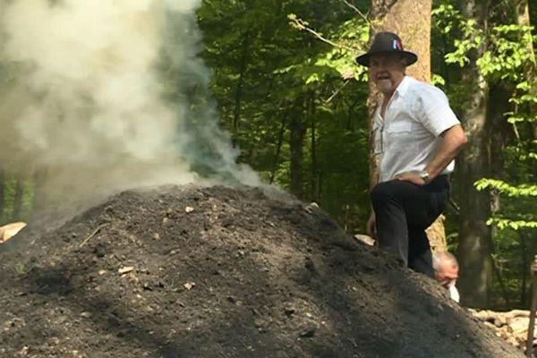 Les charbonniers sont d'anciens fabricants et vendeurs de charbon