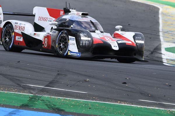 C'est dans la dernière heure que tout s'est joué entre les 2 Toyota. Et c'est la numéro 8 qui a franchi la ligne d'arrivée en premier avec au volant Fernando Alonso.
